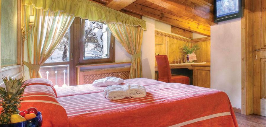 italy_cortina_d'ampezzo_sport_hotel_barisetti_bedroom.jpg